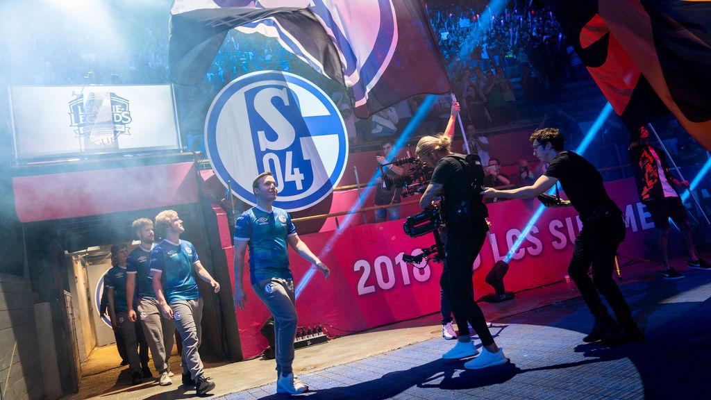 La entrada del Schalke 04 al ruedo de Vistalegre