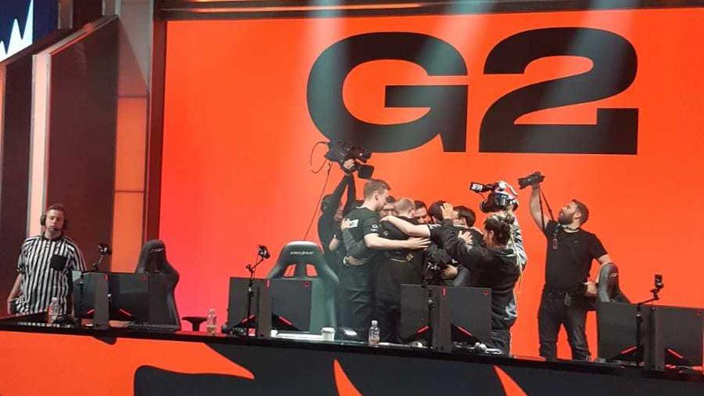 Tras su gran victoria, los chicos de G2 celebraron este triunfo con el staff